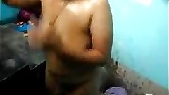 Tamil aunty bathing video showing